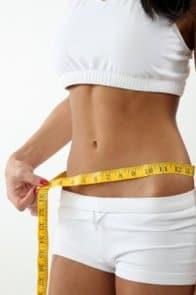 la niña que mide la cintura por un centímetro