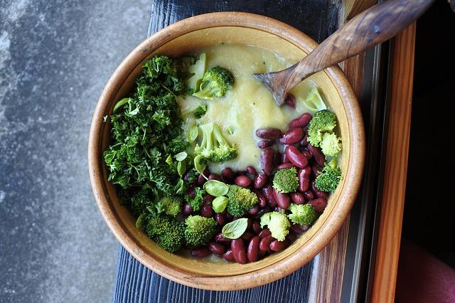 sopa de brócoli y frijoles